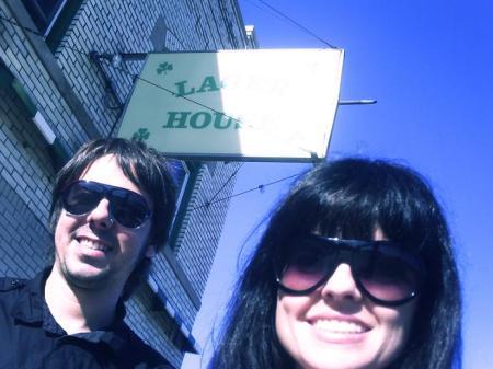 Em frente ao Lager House - Detroit - Onde o The White Stripes começou.